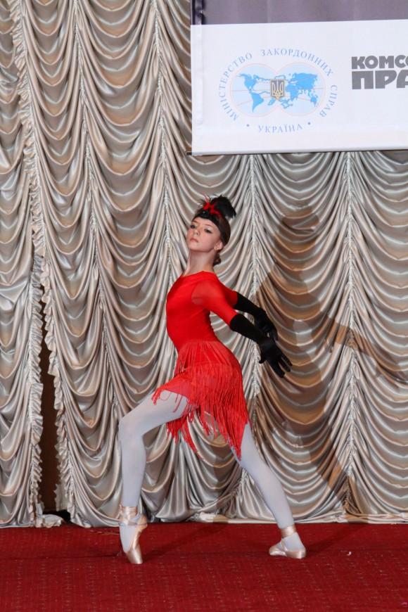 """Возрастная категория 13-16 лет Фуртас Анастасия, соло (воспитанница шоу-балета """"Антре""""),г.Киев Лауреат 1 степени, классический танец"""