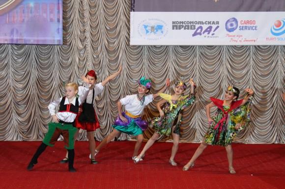 Возрастная категория 7-9 лет Детский Мюзик Холл, г.Киев Лауреат 1 степени, народная стилизованная хореография